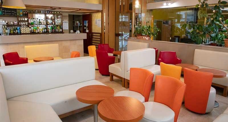 salon bar hotel sainte suzanne